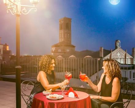 The aperitif on the terrace of the BW Hotel San Donato admiring Bologna