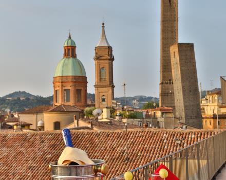 Hotel con terrazze panoramiche vista Torri Asinelli a Bologna ...