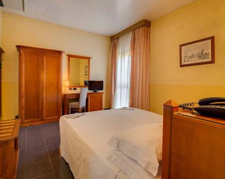 Double classic room for your stay in the center of Bologna